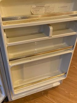 Free Refrigerator for Sale in Reston,  VA