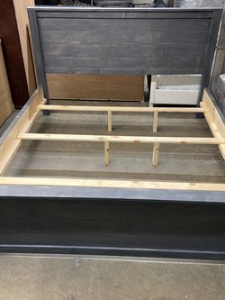 Solid Wood Queen Size Bed Frame (Mattress Included ) for Sale in Los Angeles,  CA