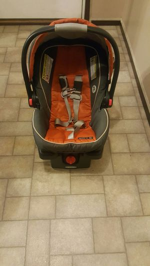 Graco car seat and base for Sale in New Iberia, LA
