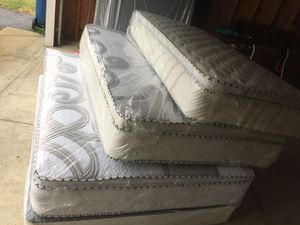 ORTHOPEDIC PILLOW TOP MATTRESS AND BOX SPRING for Sale in Blue Island, IL