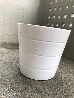 """White ceramic flower pot (9"""" Dia. X 8.25"""" H) for Sale in Arlington, VA"""