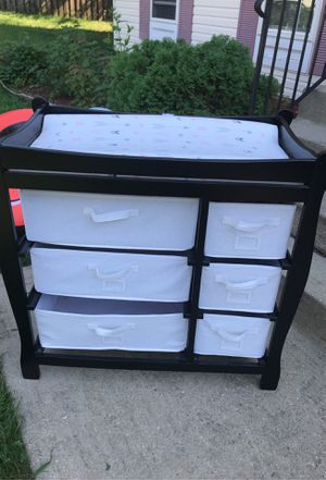 Changing table with drawers for Sale in White Plains, MD