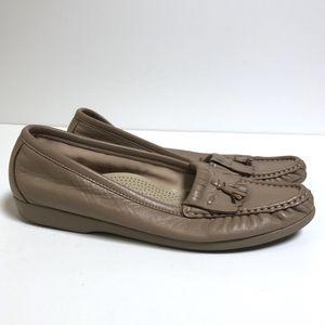 SAS Sz 7.5 Tan Kiltie Loafer Leather Tassel Fringe - Womens, Comfort Shoes, Slip-On, Flats for Sale in Richmond, VA