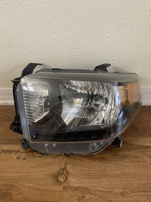 2014-2017 Toyota Tundra Diver Side Headlight Chrome Halogen Used for Sale in Tampa, FL