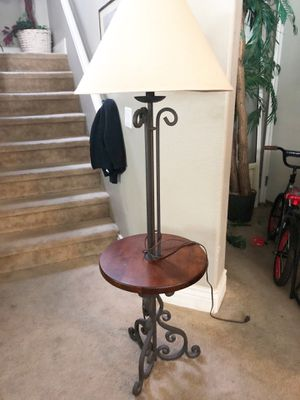5ft floor lamp with table for Sale in Las Vegas, NV