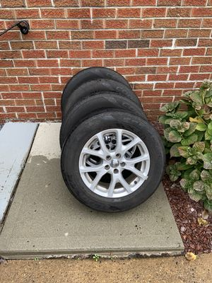 Jeep Cherokee wheels & tires (matching set of 4) for Sale in Hightstown, NJ