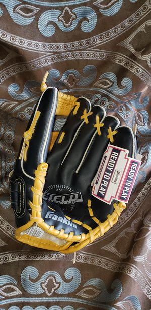 Kids Baseball Glove for Sale in Cleveland Heights, OH