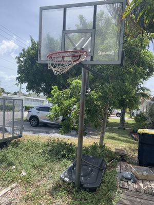 SPALDING Outdoor Basketball Hoop for Sale in Fort Lauderdale, FL
