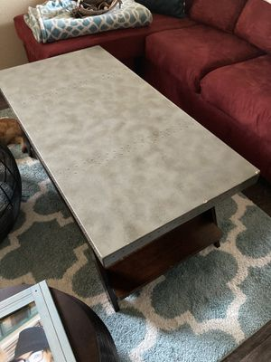 Free Coffee Table and End Table for Sale in Worth, IL