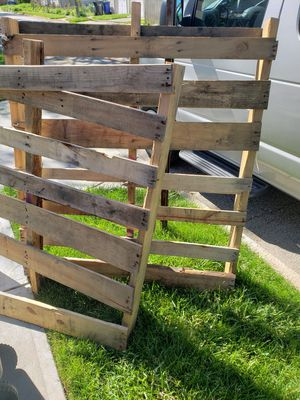 2 free pallets please read for Sale in Brook Park, OH
