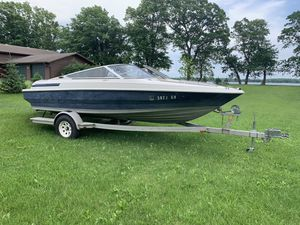 1994 Maxum 18 ft boat w/trailer and lift for Sale in Ottertail, MN