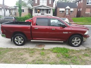 2013 dodge ram big horn fully loaded for Sale in St. Louis, MO