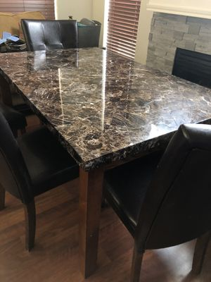 7 piece kitchen table set (4 chairs, table, and bench) for Sale in Arlington, TX