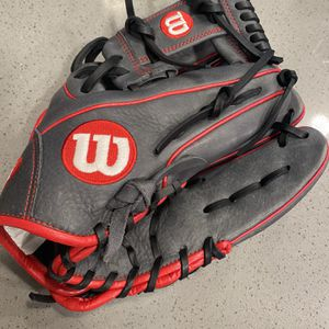 "Wilson A1000 1786 11.5"" Baseball Glove WTA10RB181786 RHT for Sale in San Antonio, TX"