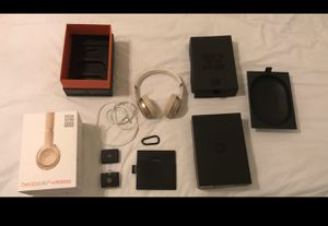 Beats by Dre solo 3 GOLD. (((Wireless DOES NOT WORK))). They work PERFECTLY with cable/cord $59 for Sale in Miami, FL