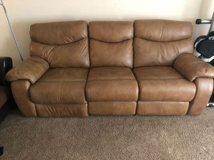 Brown leather couch for Sale in Oxon Hill, MD