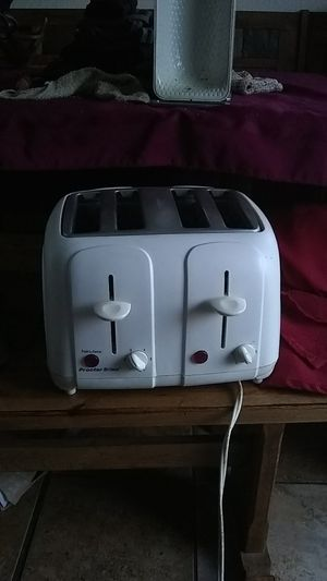White 4 bread TOASTER for Sale in Lancaster, TX