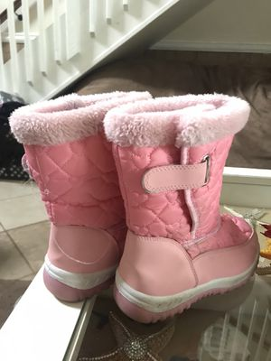 Girls snow boots sz. 13 for Sale in Suffolk, VA