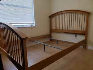 Stanley Furniture Queen Size Bed Frame for Sale in Orlando, FL
