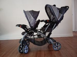 Double stroller and turns into a double car seat for Sale in Portland, OR