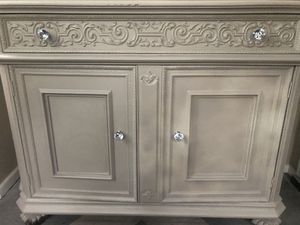 Dresser/Cabinet Antique for Sale in Staten Island, NY