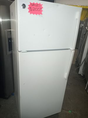 🔥🔥SALE 🔥🔥GE TOP FREEZER FRIDGE WORKING PERFECT W /4 MONTHS WARRANTY for Sale in Baltimore, MD