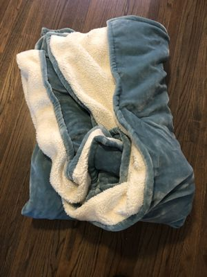 King-size Sherpa-lined blanket for Sale in Chicago, IL