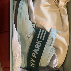 Ivy Park Forum Mid Green Size 9 Womens for Sale in Chicago, IL