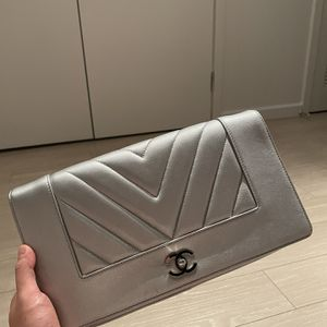 Chanel Clutch Bag for Sale in Los Angeles, CA