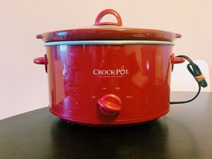 Red medium crock pot, gently used for Sale in Phoenix, AZ