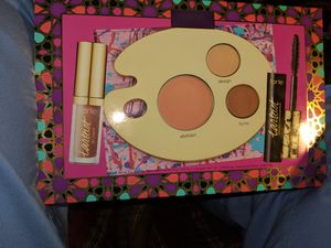 Tarte 3 PC . PAINT PRETTY COLOR for Sale in Monroe, MI
