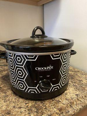 Crockpot Round Slow Cooker, 4.5 quart, Black & White Pattern for Sale in Hyattsville, MD