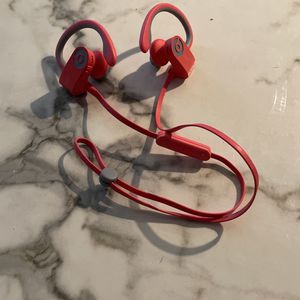 Powerbeats 3 With charger $60 for Sale in Los Angeles, CA