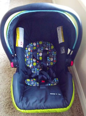 Graco SnugRidge Click Connect 30 Infant Car Seat with base for Sale in Denver, CO