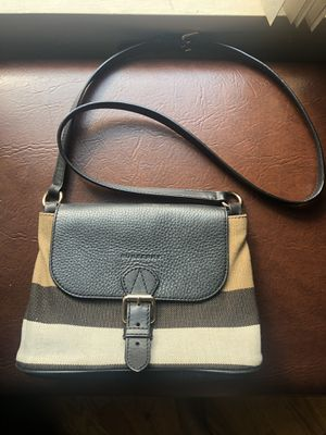 100% Authentic Burberry Crossbody for Sale in The Bronx, NY