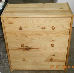 Small 3 drawer knotty pine dresser for Sale in East Wenatchee, WA