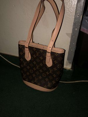 Louis Vuitton bucket bag for Sale in San Diego, CA