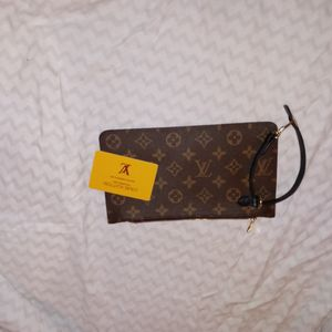 Louis Vuitton Clutch for Sale in Columbus, OH
