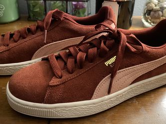 Woman's Burgundy Puma Shoes for Sale in Tacoma,  WA