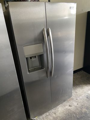 FRIGIDAIRE STAINLESS STEEL SIDE BY SIDE COUNTER DEPTH. for Sale in Fountain Valley, CA