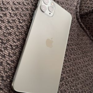 iPhone 11 Pro Max Factory Unlock Any Carrier for Sale in Bell Gardens, CA