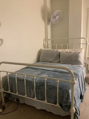 Full size white bed frame for Sale in Milwaukee, WI