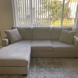 Sofa With Reversible Chaise for Sale in Los Angeles, CA