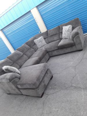 Comfortable sectional couch Gray Ashley, for Sale in Glendale, AZ
