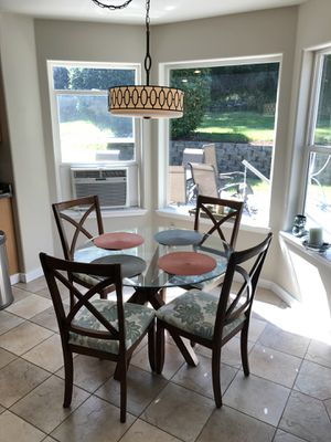 Kitchen table and chairs for Sale in Bonney Lake, WA