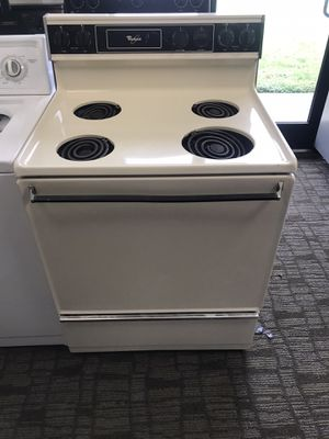 USED WHIRLPOOL OFF WHITE ELECTRIC STOVE OVEN COMES WITH 60 DAY WARRANTY for Sale in Norfolk, VA