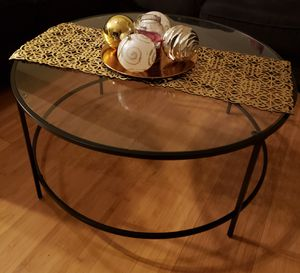 Round glass coffee table for Sale in Springfield, VA