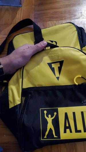 Muhammad Ali Title duffle bag medium for Sale in Daly City, CA