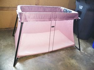 Baby Bjorn portable crib (purple) pack n play for Sale in Columbus, OH