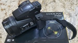 LIKE NEW-Nikon Coolpix P900-Digital camera-compact-16.0 MP-1080p / 60 fps - 83x optical zoom - Wi-Fi, NFC - black FREE carying case for Sale in Tamarac, FL